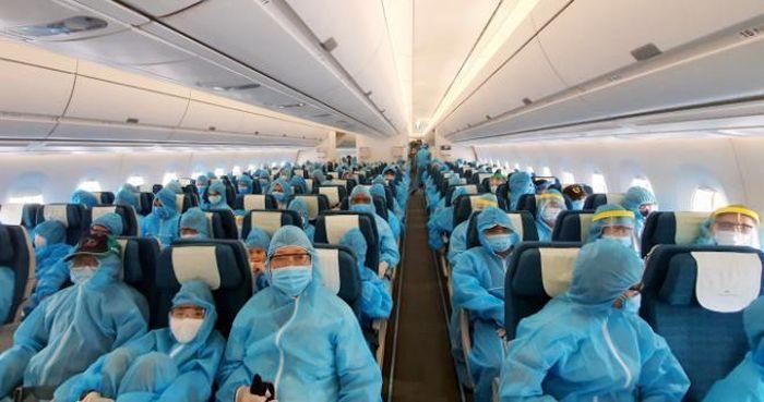 Chưa có chuyến bay 'giải cứu', người Việt ở nước ngoài về nước thế nào? -  Báo VTC News