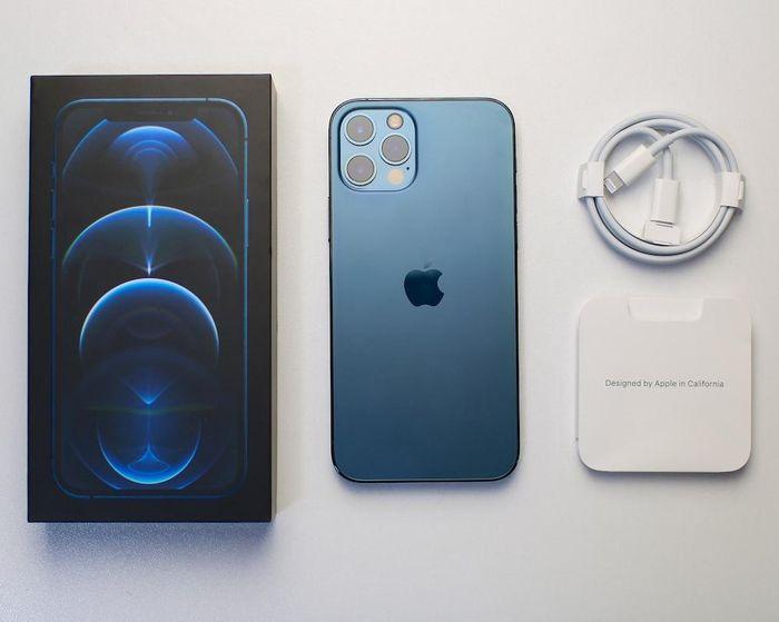 Nhiều iPhone bán ra tại Việt Nam bắt đầu bỏ tai nghe và củ sạc