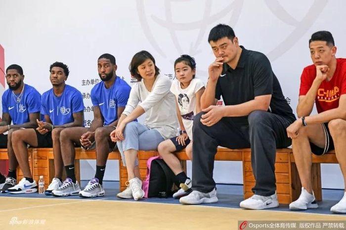 Con gái Yao Ming cao hơn 1.7m (5'7) dù mới 10 tuổi 28b2686ab5295c770538