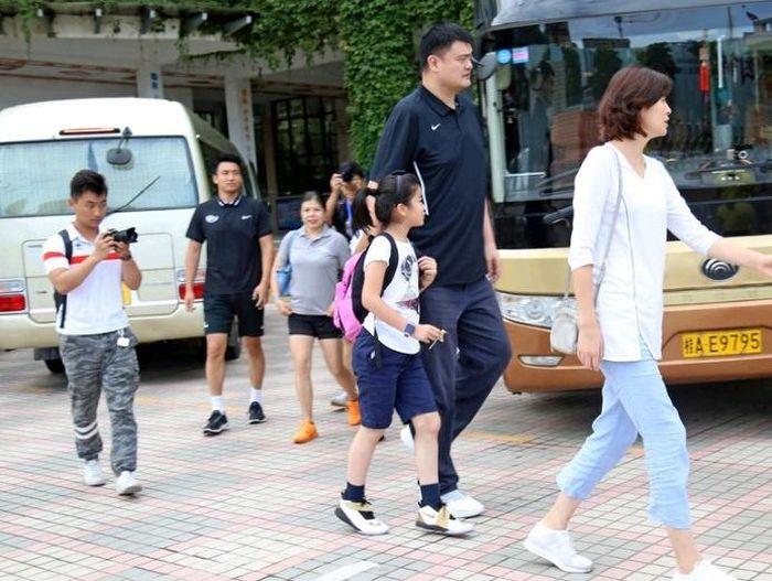 Con gái Yao Ming cao hơn 1.7m (5'7) dù mới 10 tuổi 8f54c98c14cffd91a4de