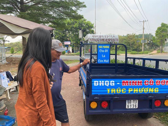 Chú Minh cô đơn dùng tiền được ủng hộ mua xe máy cho sinh viên nghèo