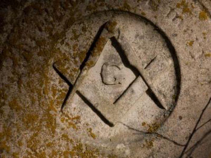 Giải mã biểu tượng của hội kín gây tò mò nhất thế giới - anh 10
