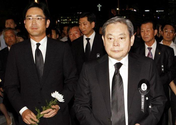 'Thái tử' thừa kế Samsung bị đề nghị mức án 9 năm tù