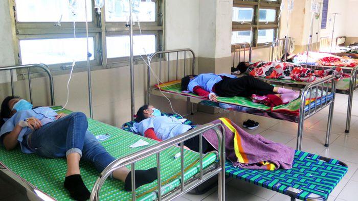 Ăn trưa, 84 công nhân bị ngộ độc thực phẩm - Báo Sài Gòn Giải Phóng