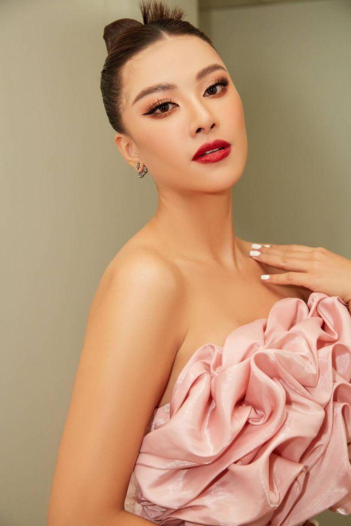 Á hậu Kim Duyên làm mentor huấn luyện catwalk cho thí sinh hoa khôi Ảnh 7
