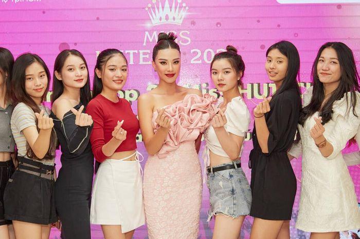 Á hậu Kim Duyên làm mentor huấn luyện catwalk cho thí sinh hoa khôi Ảnh 6