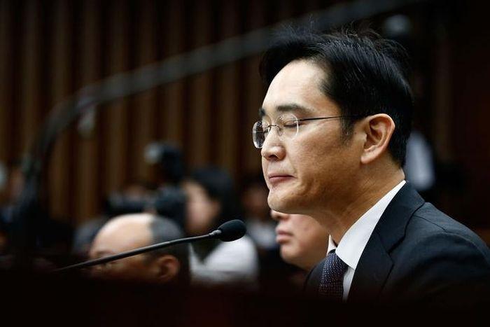 'Thái tử Samsung' bị kết án 2,5 năm tù vì tội hối lộ
