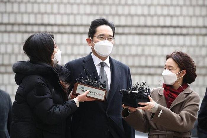 'Thái từ' thừa kế tập đoàn Samsung lãnh hai năm rưỡi tù giam
