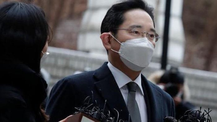 'Thái tử Samsung' bị tuyên phạt 30 tháng tù giam