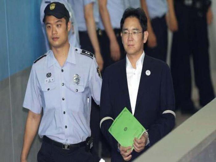 'Thái tử' Samsung Lee Jae-yong nhận án 30 tháng tù giam