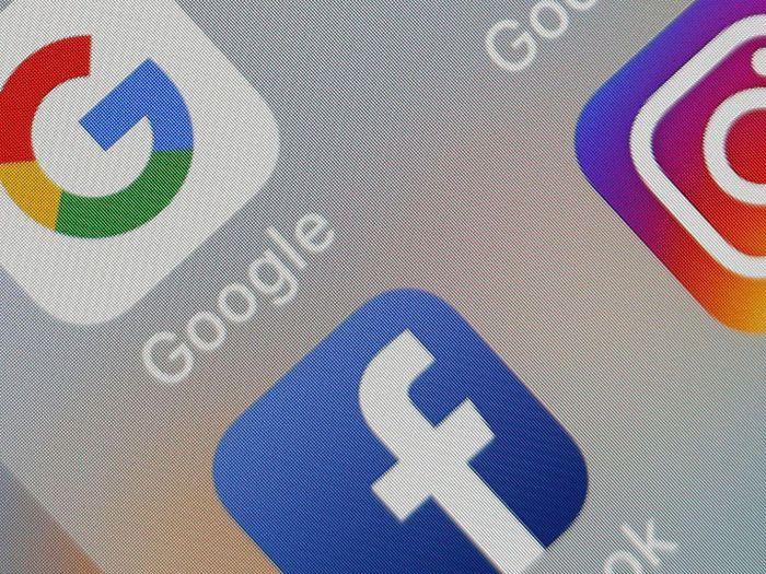 Cú bắt tay bí mật giữa Google và Facebook