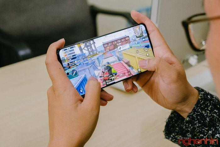 Chơi game trên Galaxy S21 Ultra: Exynos 2100 nhanh, mát mẻ