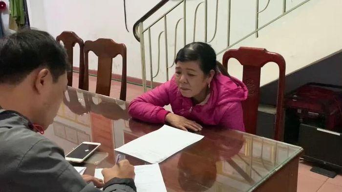 Nữ quái U70 trộm iPhone trong chợ