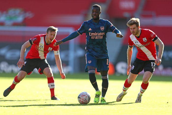 Ảnh chế: Arsenal bay màu khỏi FA Cup, Southampton hạ bệ cựu vương