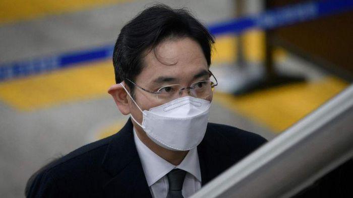 'Thái tử' Samsung quyết định không kháng cáo bản án 2,5 năm tù