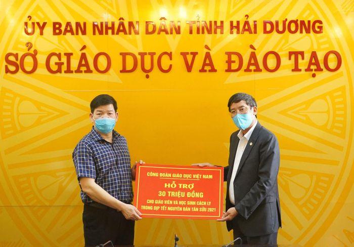 Công đoàn Giáo dục Việt Nam tiếp sức thầy trò vùng dịch