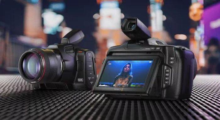 Máy ảnh BMPCC 6K Pro giá 2495 USD của Blackmagic có màn hình HDR siêu sáng