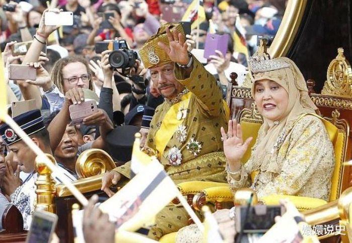 Đột nhập cung điện hoàng gia giàu nhất thế giới xem khối tài sản 'không tưởng'