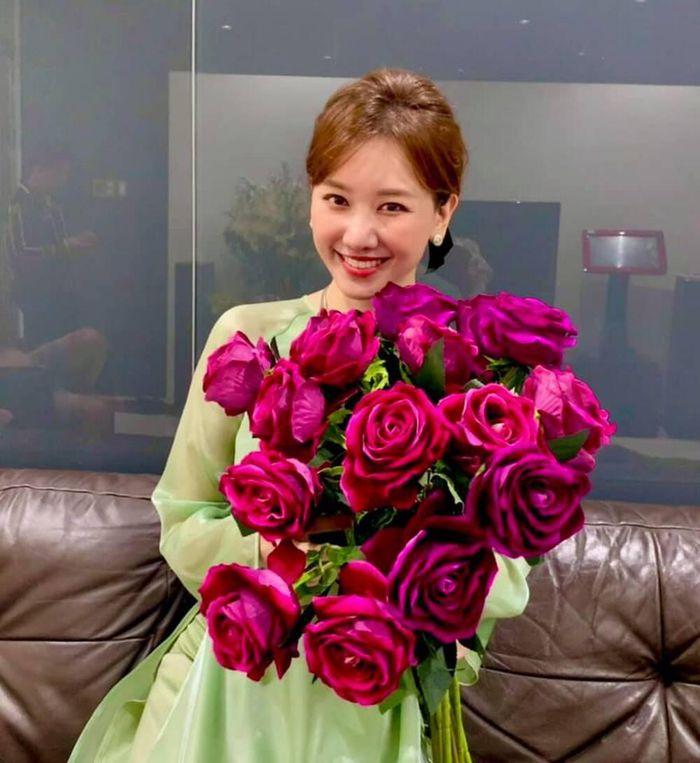 Bất ngờ bày tỏ tình cảm với chồng, Hari Won liền bị nghi ngờ 'động cơ'