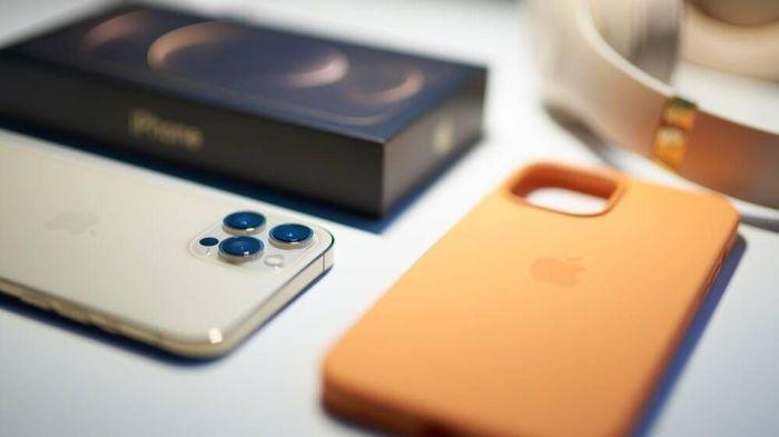 Người phụ nữ đặt mua iPhone 12 Pro Max nhận về nước ép táo