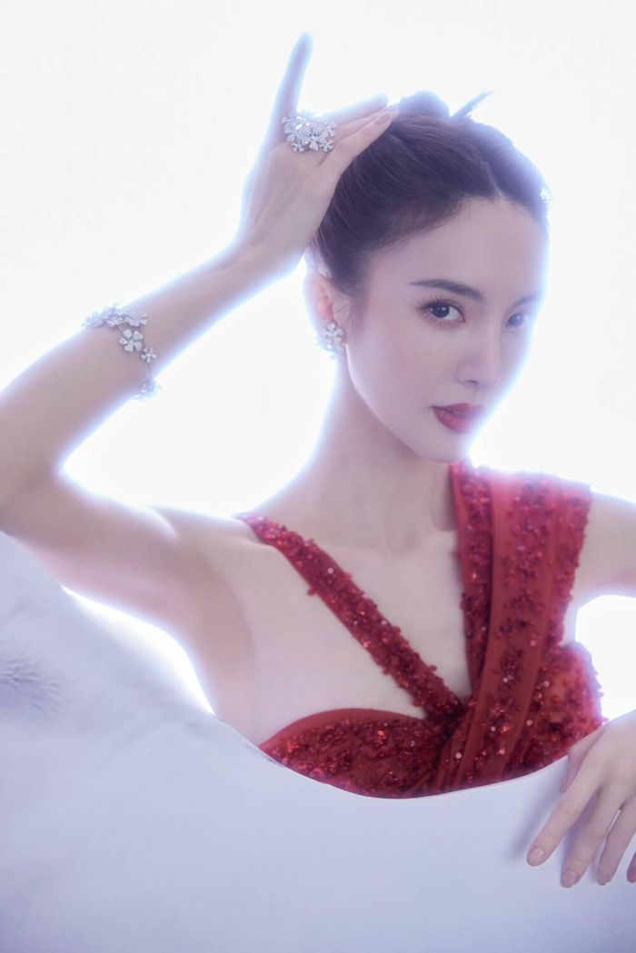 Đêm hội Weibo 2020: Cận cảnh nhan sắc Triệu Lệ Dĩnh, Nhiệt Ba - Cúc Tịnh Y, Dương Tử và loạt mỹ nhân Cbiz