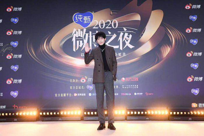 Thảm đỏ 'Đêm hội Weibo 2020': Tiêu Chiến - Vương Nhất Bác tái hợp, Vương Nhất Khải đọ sắc Ngô Diệc Phàm!