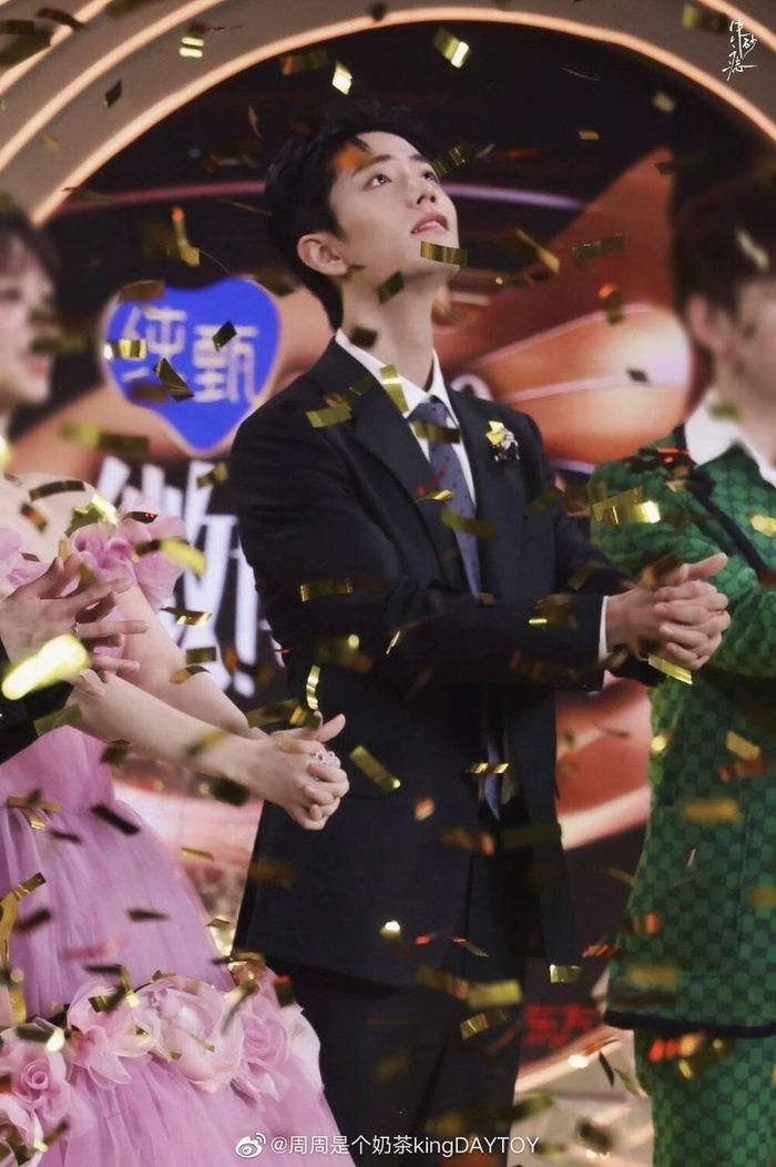 Trở thành 'King & Queen' tại 'Đêm hội Weibo 2020': Tiêu Chiến liên tục đỡ váy cho Dương Tử, lên Top 1!
