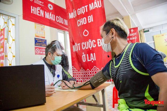 Hàng trăm người tham dự sự kiện 'Cùng chạy bộ, cùng hiến máu'