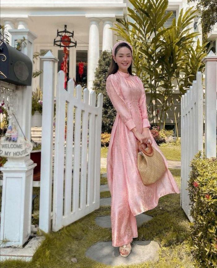 Ngắm gu thời trang và nhan sắc của Minh Hằng có ai tin nổi cô nàng thuộc thế hệ 8X?