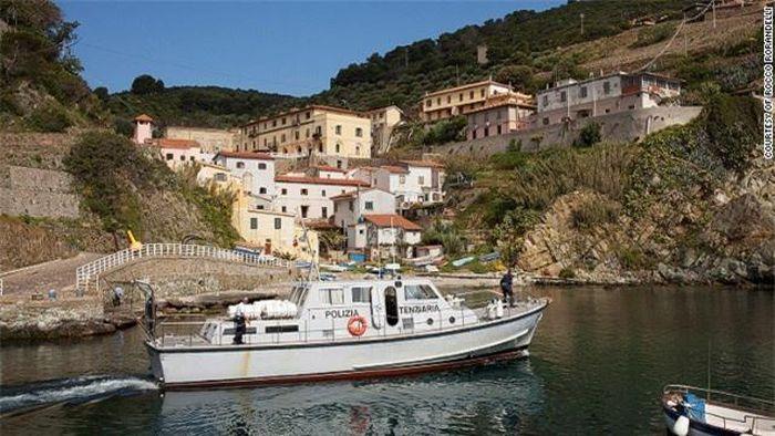 Top 10 đảo tù tuyệt đẹp ở Italia