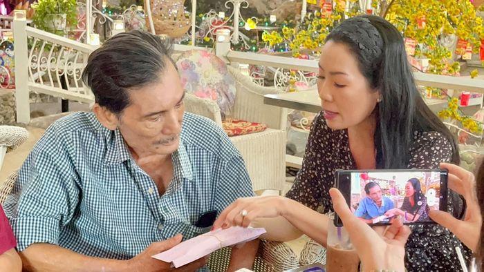 Thương Tín được tặng xe sang, lái xe về quê dưỡng bệnh