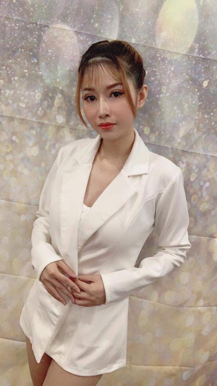 Huỳnh Hồng Liên: Nhà giáo-CEO thành đạt và nhà thơ đam mê thiện nguyện