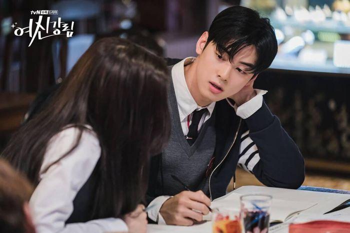 Tận dụng độ hot của Cha Eun Woo sau True Beauty, ASTRO comeback gấp