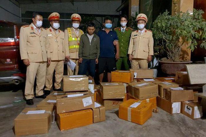 Thanh Hóa: Điều tra vụ vận chuyển gần 3.000 iPhone không có hóa đơn