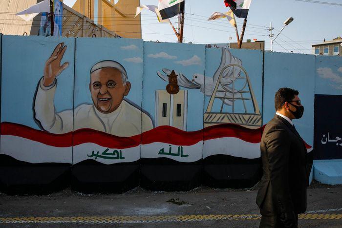 Khoảnh khắc trong chuyến đi lịch sử của Giáo hoàng Francis