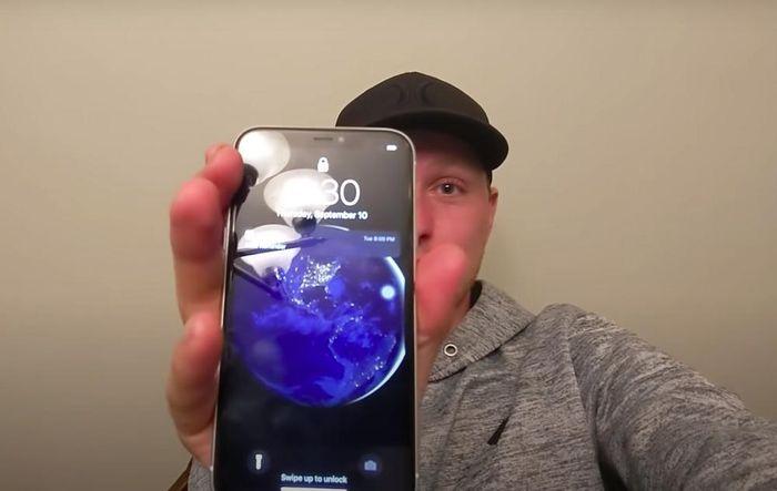 IPhone 11 rơi xuống đáy hồ suốt 6 tháng và cái kết chẳng ai có thể tin