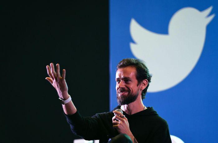 Đấu giá tweet đầu tiên của CEO Twitter