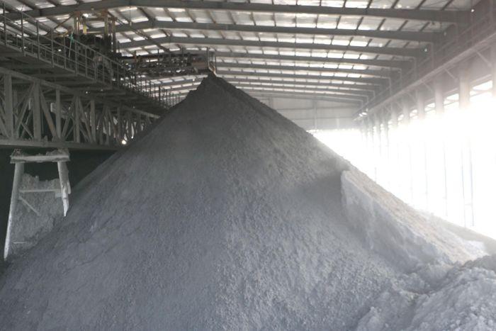 Kho chứa than thu hồi sau lọc ép của Công ty Tuyển than Cửa Ông được cấp chủ yếu cho Nhà máy Nhiệt điện Cẩm Phả.