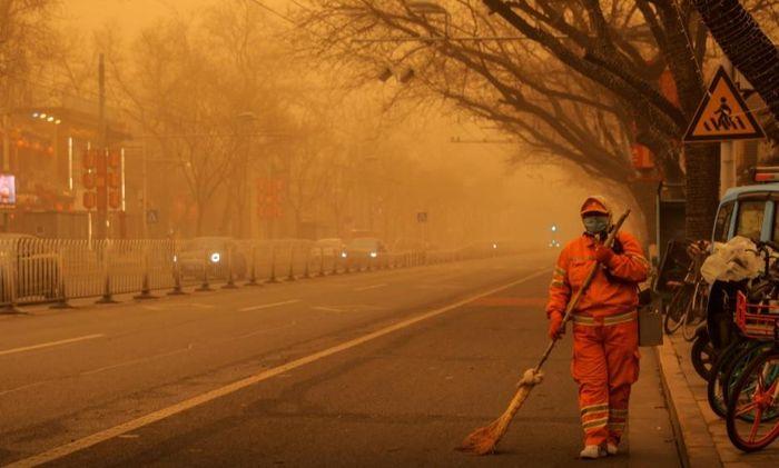Bắc Kinh hứng chịu trận bão cát tồi tệ, không khí đặc biệt ô nhiễm
