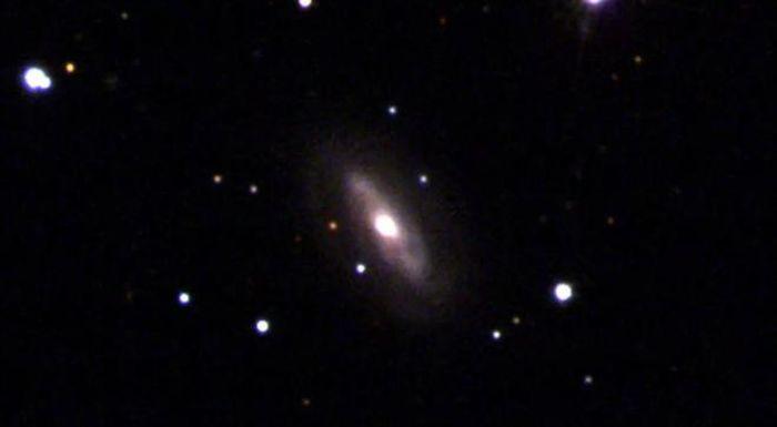 Hố đen siêu lớn 'quái dị', không chịu ngồi yên