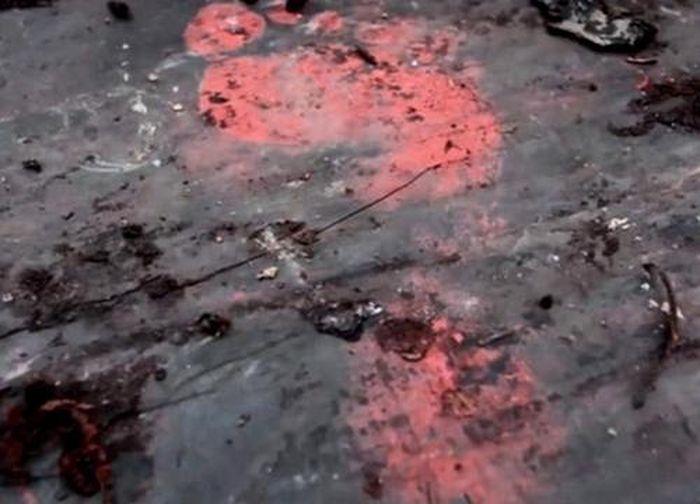 Giải mã bí ẩn dấu chân đỏ như máu trên quan tài cổ thời Chiến Quốc