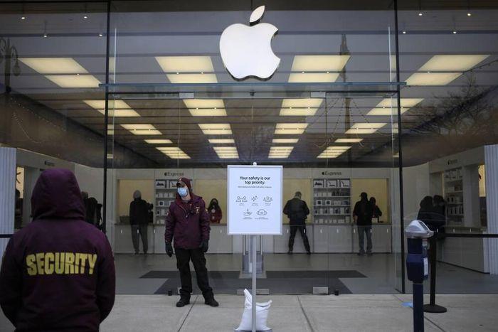Apple Store tại Mỹ cho khách hàng thử AirPods trở lại trước khi mua