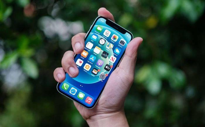 IPhone 12 mini ế ẩm, về giá kịch sàn ở Việt Nam
