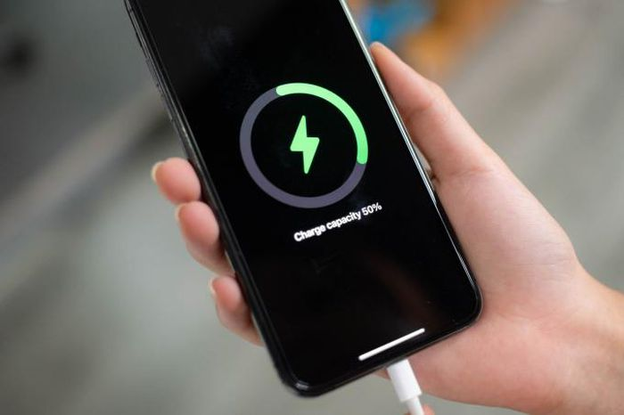 Thói quen sạc điện thoại này sẽ gây hại đến chiếc iPhone của bạn