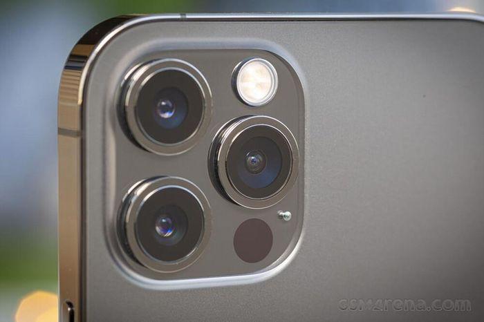 IPhone 13 vẫn chỉ có ống kính góc rộng tương tự iPhone 12