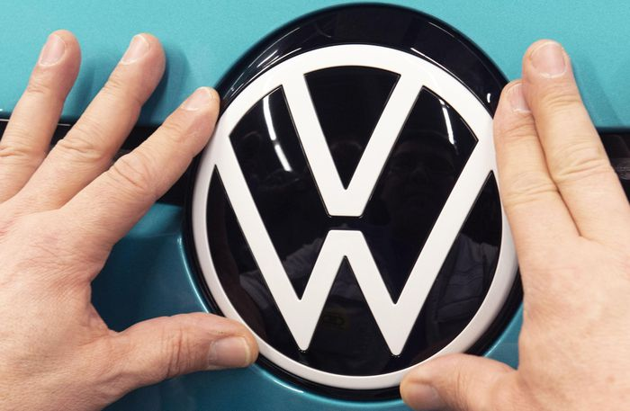 Volkswagen phải xin lỗi vì trò đùa Cá tháng Tư