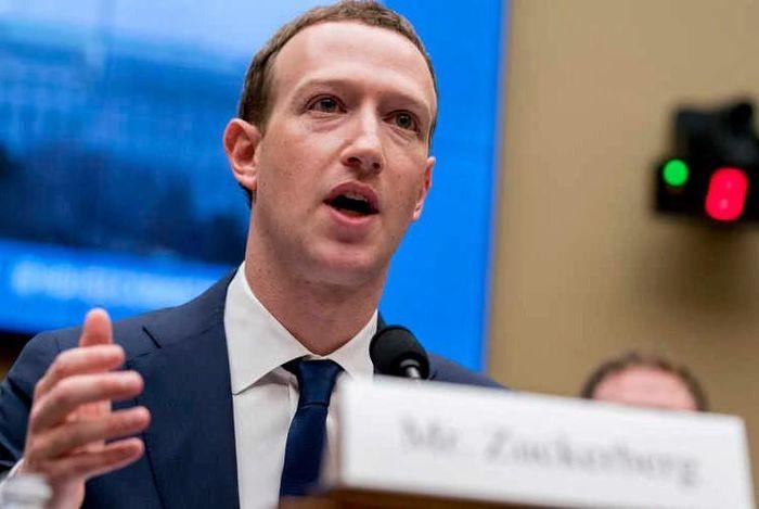 Ông chủ Facebook cũng là nạn nhân trong 'bão' lộ thông tin cá nhân