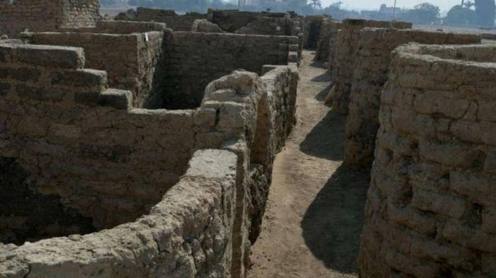 Phát hiện thành phố cổ đại lớn nhất Ai Cập từng bị chôn vùi hơn 3000 năm trong cát