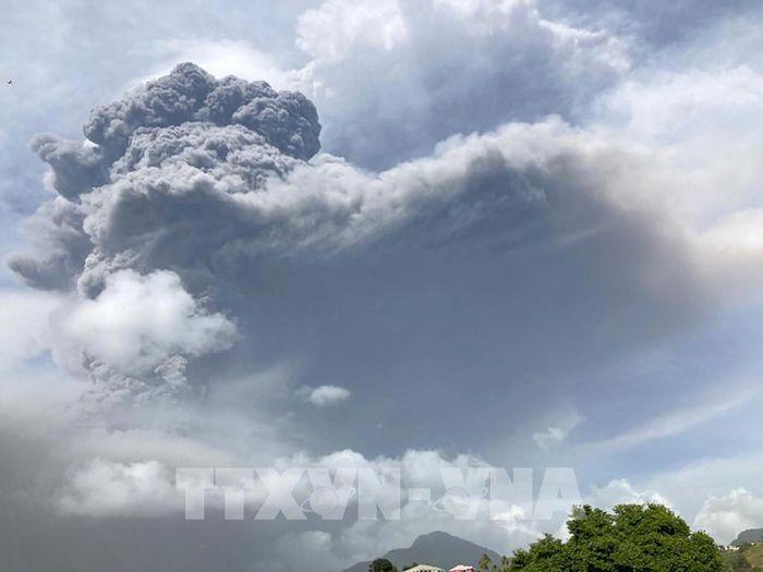 Hơn 16.000 người phải sơ tán do tro bụi từ núi lửa La Soufriere