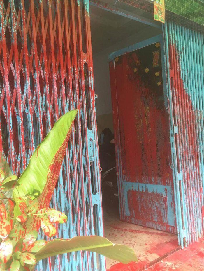 Nhà dân ở quận Bình Tân liên tục bị 'khủng bố' bằng sơn